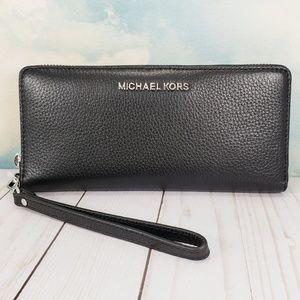 Michael Kors Travel Continental Wallet